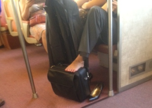 Footsies_on_the_train